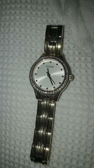Reloj de Dama! Color Dorado Marca Guess