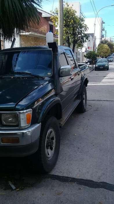 Toyota Hilux 1997 - 258000 km