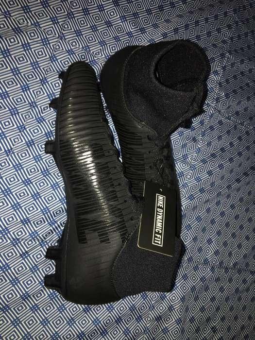 Guayos Nike Nuevos - Talla 37