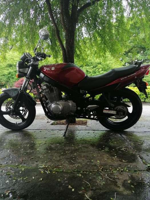 Vendo Hermosa Moto Suzuki Gs500.