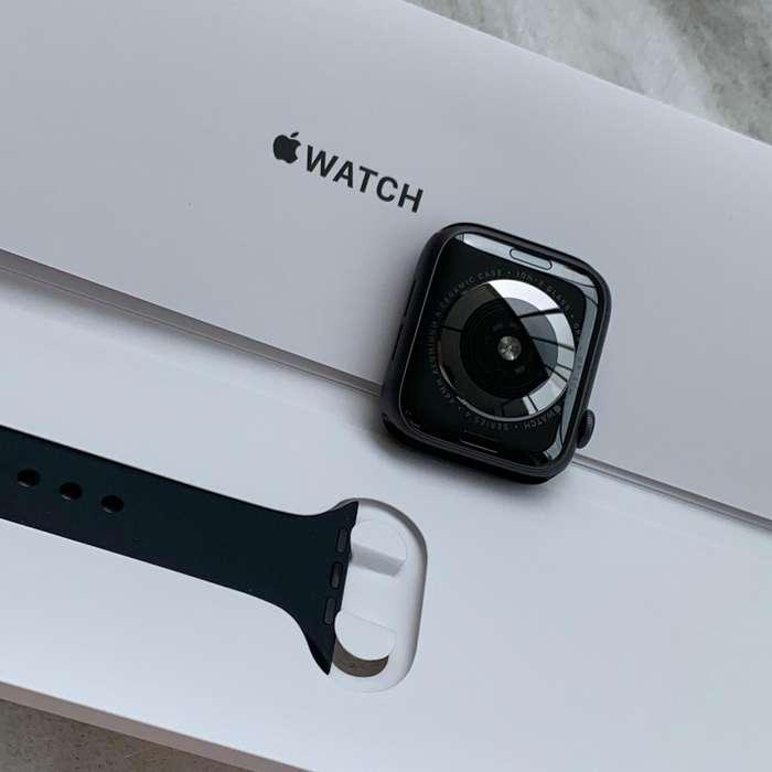 Watch 44mm. Space Gray en excelentes condiciones. En Garantia Apple, cobertura Colombia. S3 S4
