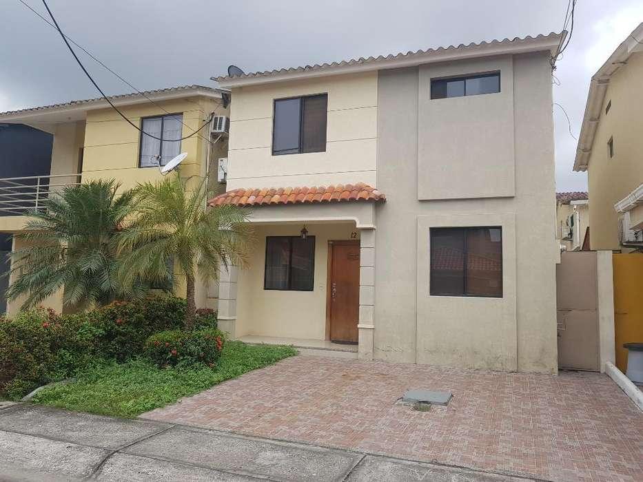 Vendo Casa de 4 Dormitorios en Urb Milán
