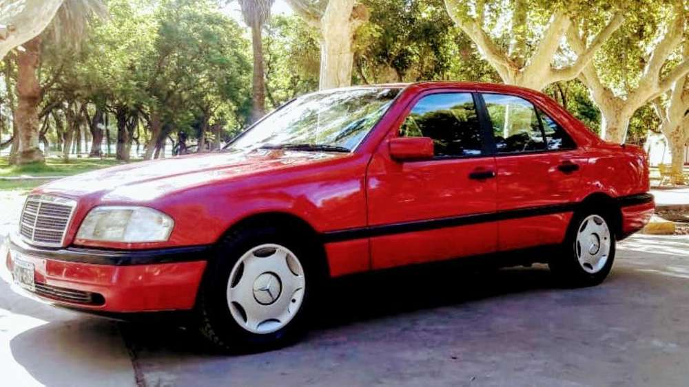 Mercedes-Benz 220 1995 - 200000 km