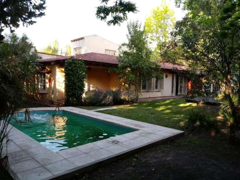 Dueño vende bella casa en La Puntilla