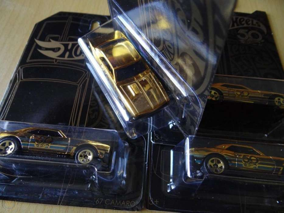 Hot wheels 50 Anniversary negro con dorado