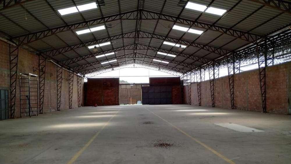 Galpón industrial y esquinero en venta – Inmaconsa, sector Parque California
