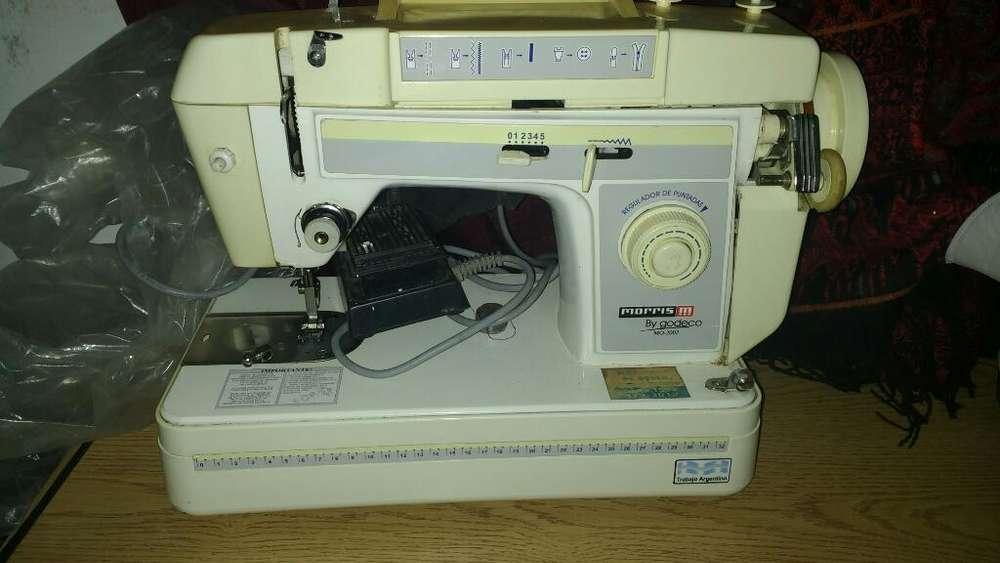 Máquina de Coser Godeco 2002