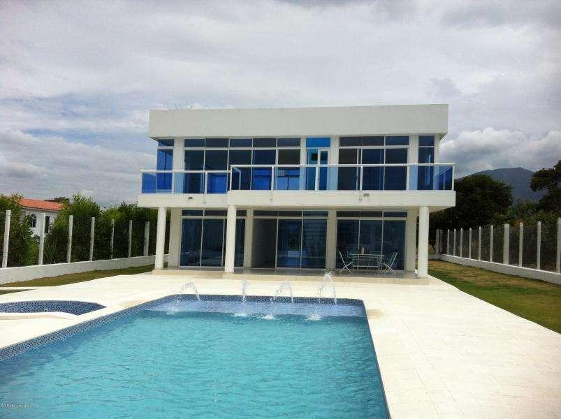 Hermosa Casa en Arriendo en Casa Campestre Mls 19-924