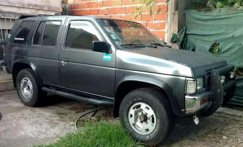 Nissan Pathfinder 1993 - 100 km