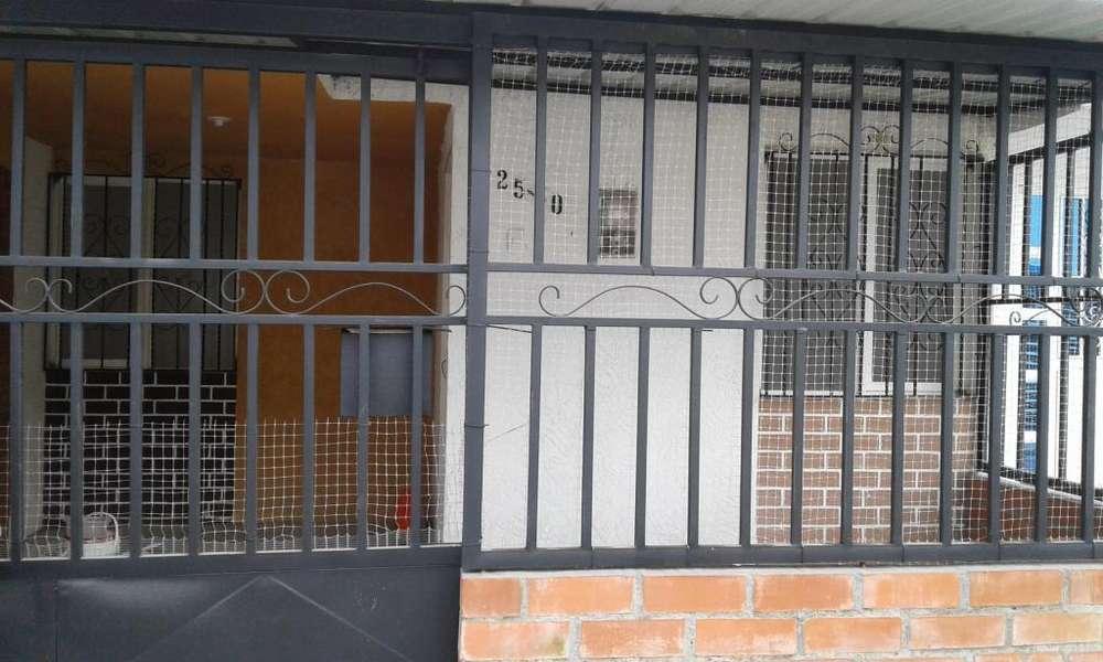 SE ALQUILA CASA EN BULEVAR DE LAS MERCEDES PALMIRA