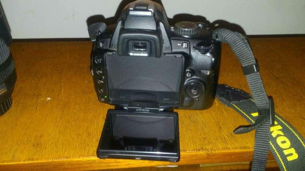 Camara Nikon.