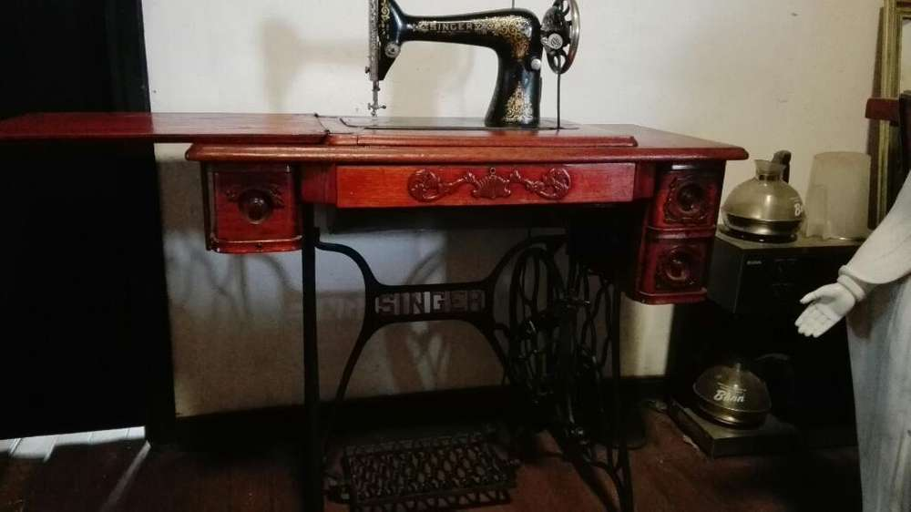 Maquina de Coser Antigua, Marca Singer