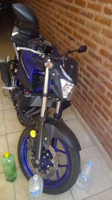 VENDO <strong>yamaha</strong> MT 03 1100KM azul y negra