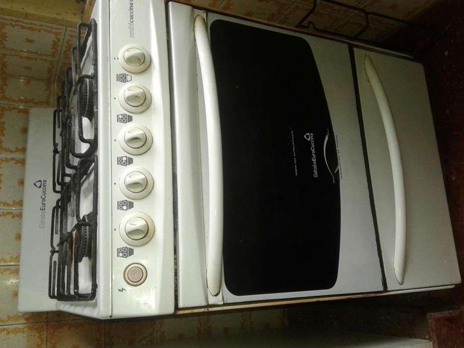cocina usada funcionando unico detalle puerta queda abierta ma funcionando todo bien