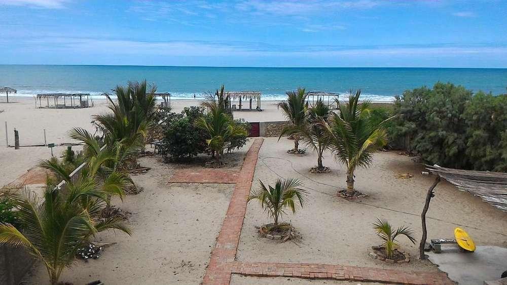 Casa de playa a orillas del mar (primera fila) en playa Huacura, Zorritos - Tumbes