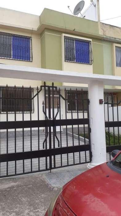 Rento casa en Calderon 160 m2 350
