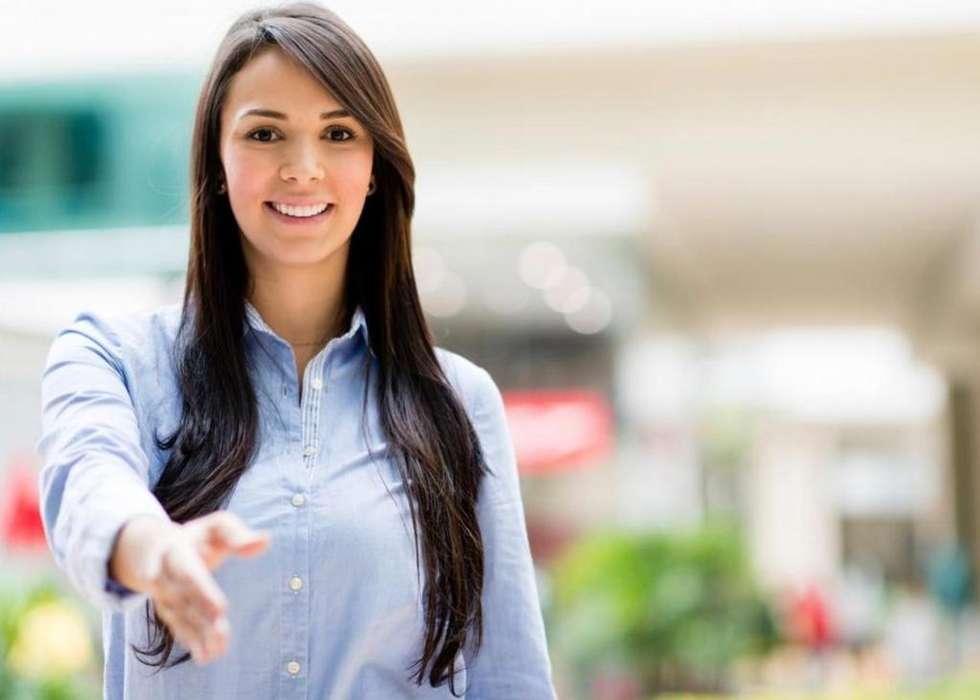 Mujer comercial para visitas en obras
