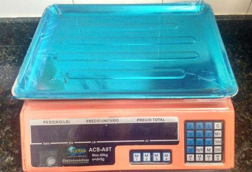 BASCULA ELECTRÓNICA PESO DIGITAL, en excelentes condiciones, no ha tenido uso.