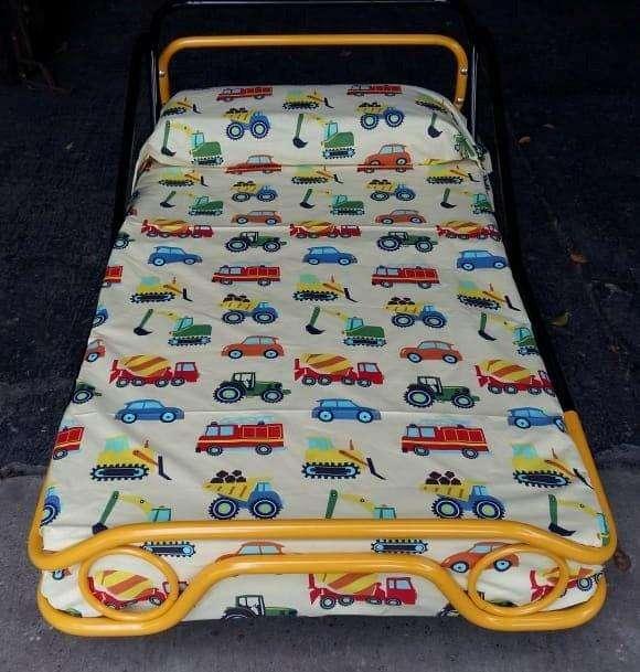 Cama carro para niñ@, en tubo redondo, estilo Montessori