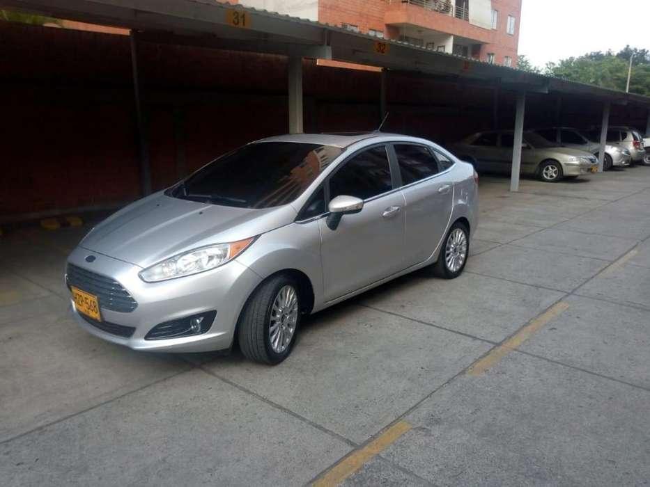 Ford Fiesta  2015 - 67000 km