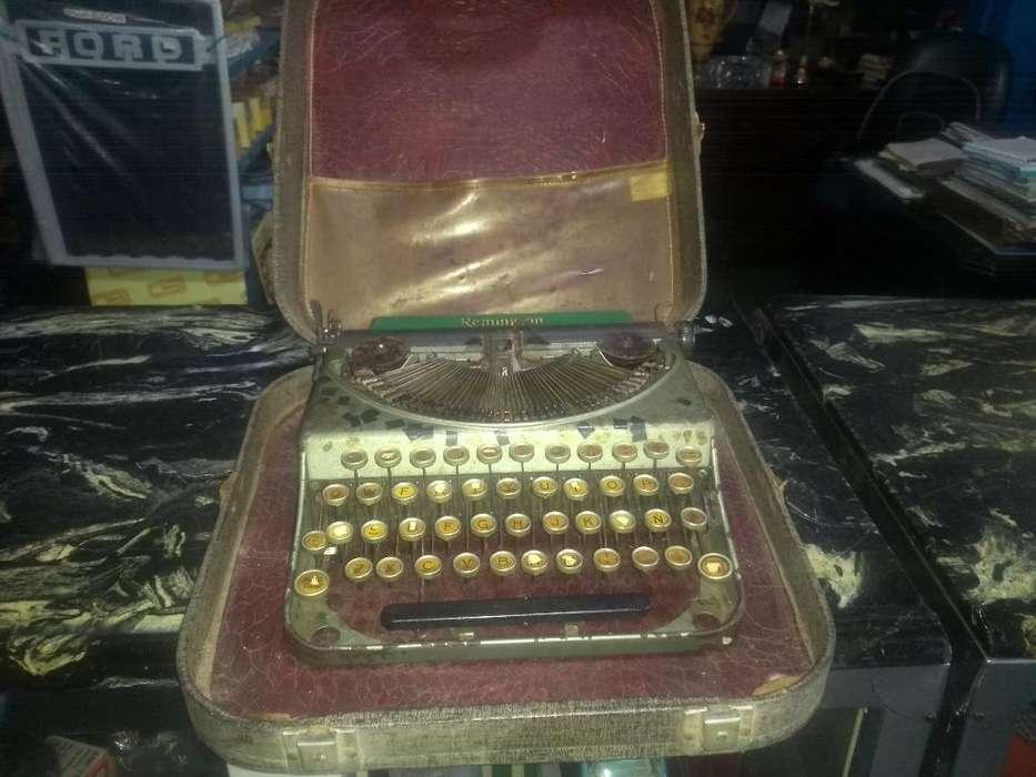 Antigua Máquina de Escribir de Abanico