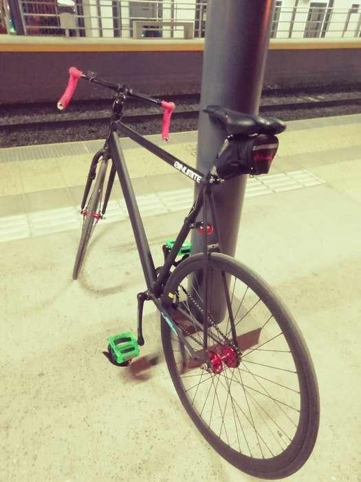 Bicicleta R28 Fixie Carrera