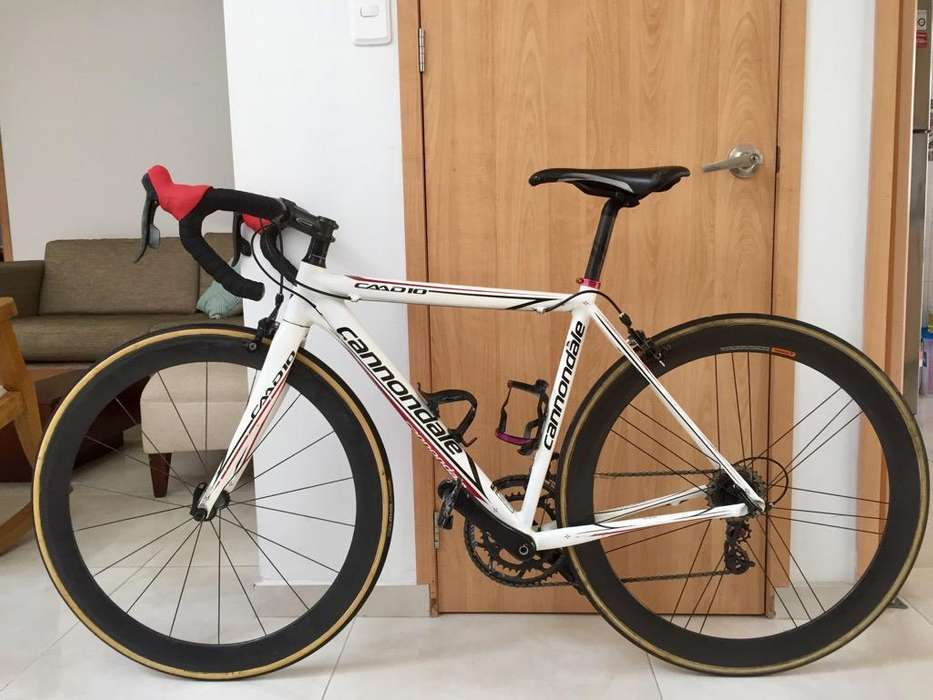 Bicicleta Ruta Cannondale con Tubulares