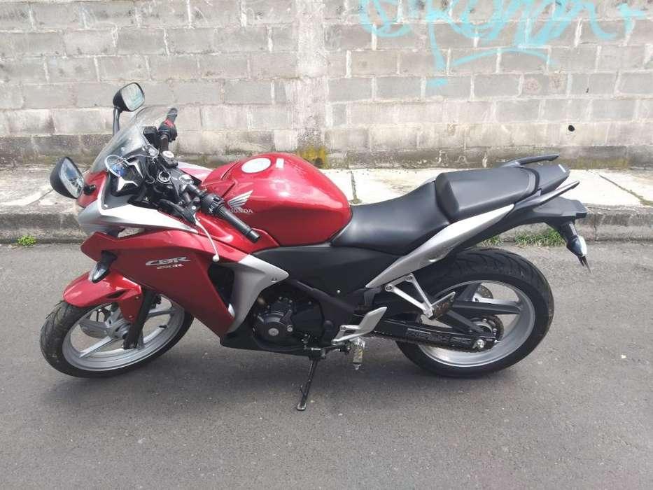Vendo Moto <strong>honda</strong> Cbr 250r