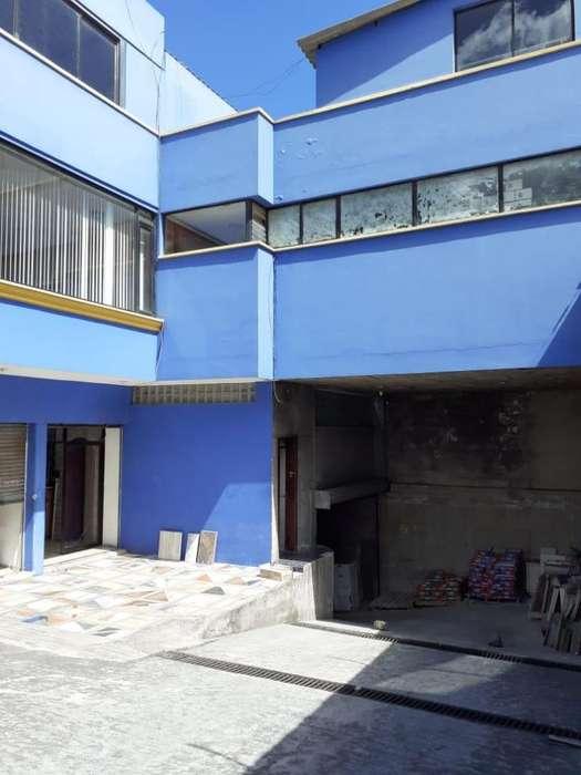 Rento Local Comercial Grande Excelente Ubicación 6 de Diciembre, Norte de Quito
