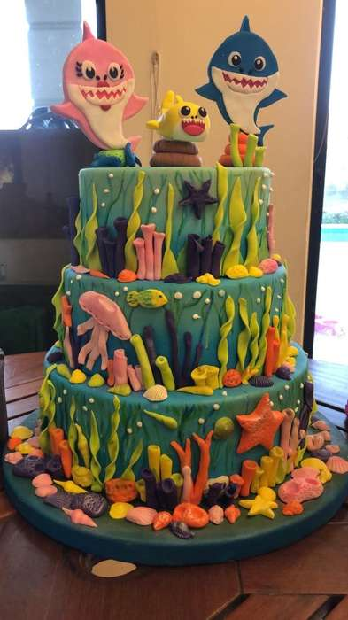 Torta Baby Shark Falsa
