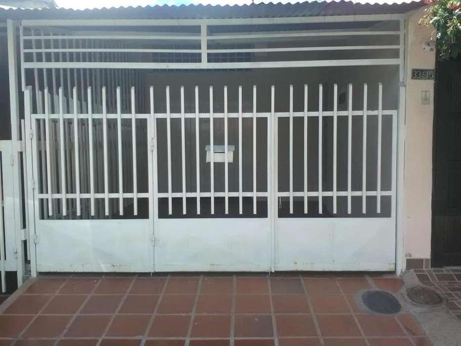 Se arrienda apartaestudio con amplio garage, tv por cable y wifi incluido en barrio la orquidea