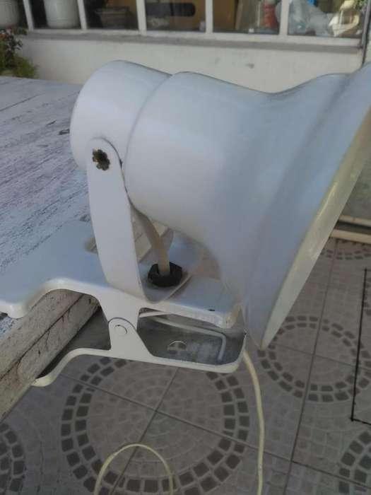 Lámpara con broche para escritorio o respaldo de cama metal blanco