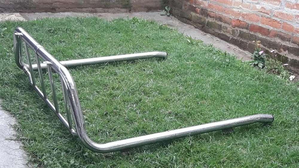 <strong>accesorio</strong>s Toyota Hilux: Roll bar, estribos, guardachoque posterior.