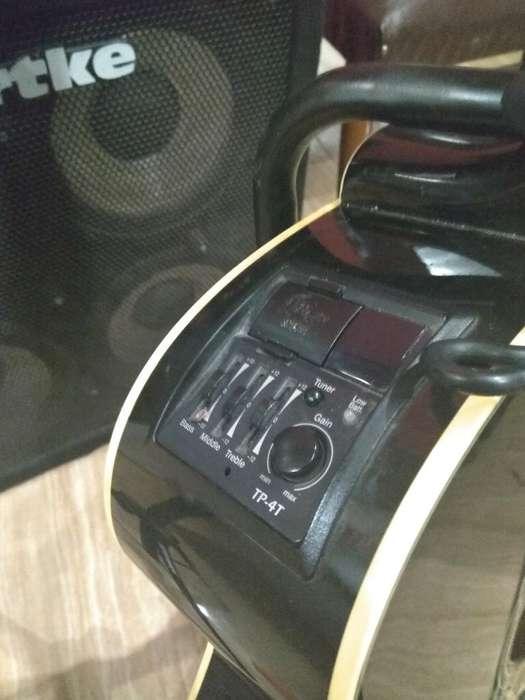 bajo Electroacústico Takamine
