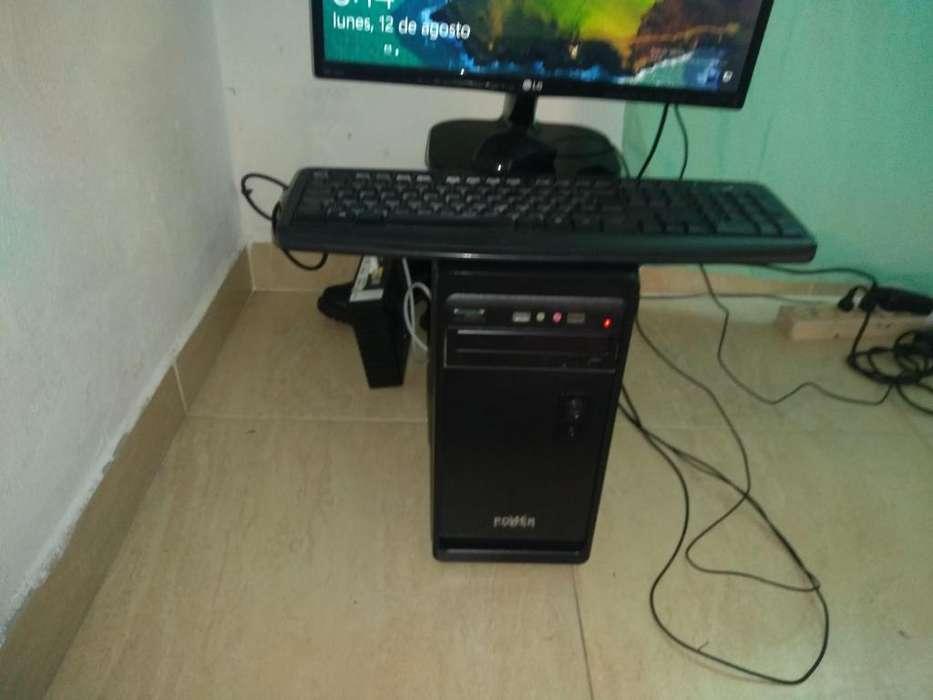 Computador de escritorio.