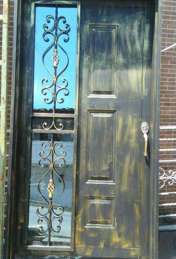 Puerta en Lamina Y Vidrio Espejo