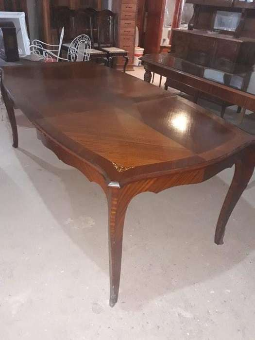 Mesa antigua de estilo