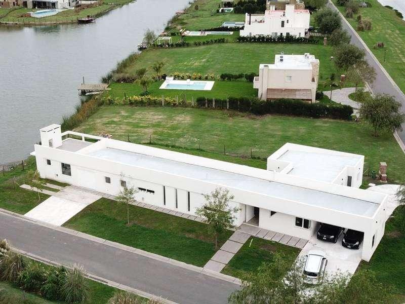 Hermosa casa a la laguna en San Benito