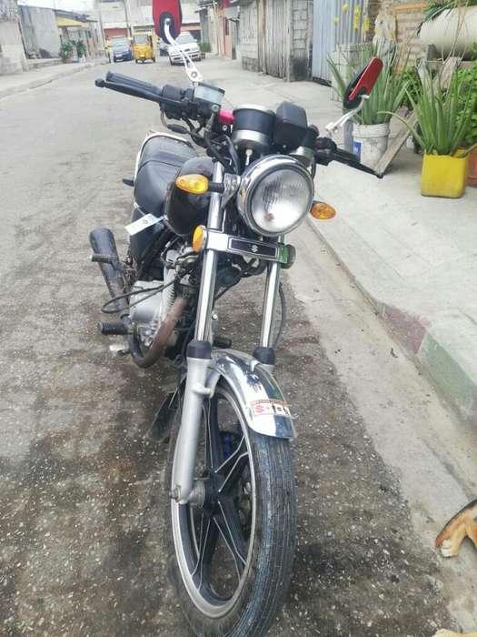 Moto Suzuki con Papeles Al Dia