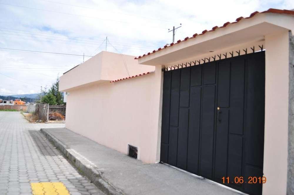 Casa con local comercial en Cayambe Urb. 1ero de Mayo