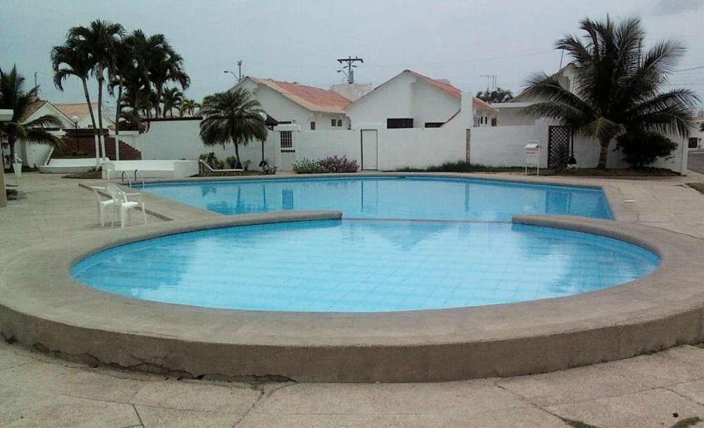 rento casa en salinas con piscina a 3 min del malecon, urbanizacion privada