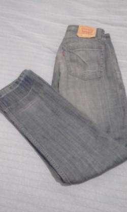 Vendo jeans levis 512 muy buen estado, talle:W32 L34.Originales.