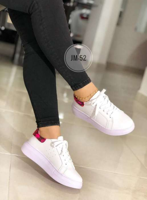 Tenis Blancos de Dama Joven