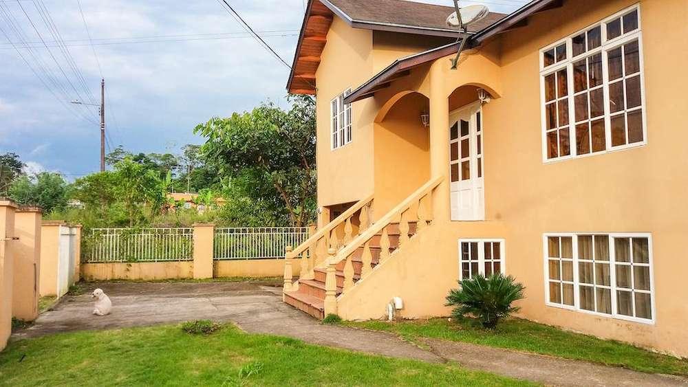 Casa en venta en la vía Tena a Puyo