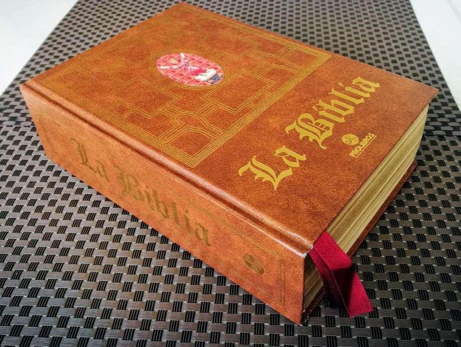 Vendo Sagrada Biblia de lujo, NUEVA, CON CAJA ORIGINAL, EXCELENTE PRECIO, para un regalo DIVINO.