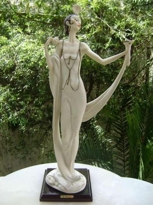 Gran Figura Art Deco Armani Porcelana Capodimonte Italiana / Maxim Nord
