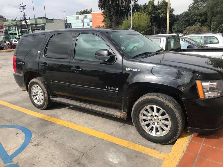Chevrolet Tahoe 2010 - 100000 km