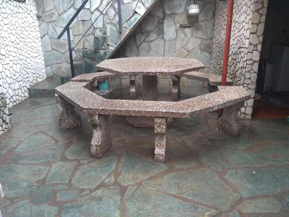 Espectacular mesa octogonal de granito
