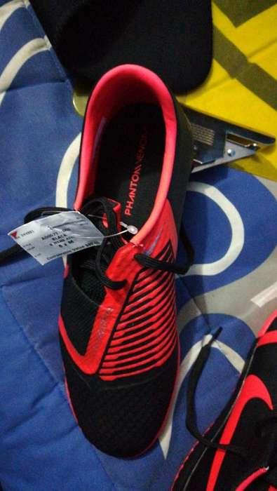 Nike Venom Nuevos, Talla 8 Negociables