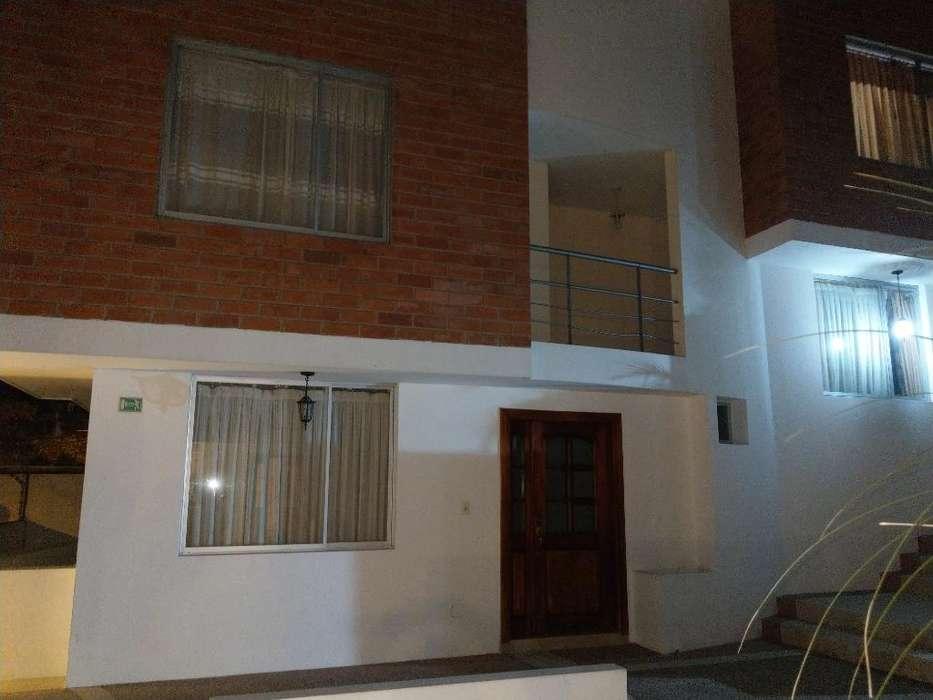 Casa con 4 Dormitorios Y 2 Parqueos